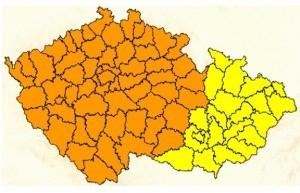 Po tropech nastoupí v Čechách silné bouřky s přívalovými dešti a kroupami