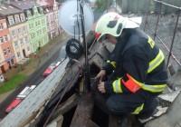 Blesk zapálil střechu domu v Karlových VarechDosud nehodnoceno.
