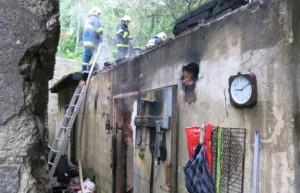 Z původně ohlášeného požáru v lese nakonec hořel nevyužívaný vojenský sklad ve Šternberku.