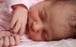 Na dálnici se narodila zdravá holčička