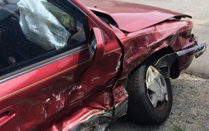 Po nehodě pod vlivem alkoholu obvinil zopilosti řidič policisty