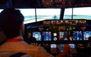 iPILOT a TUI představují letecký simulátor umístěný na lodi