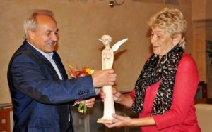 Starosta Litoměřic ocenil paní Krahulíkovou zdravotní sestru litoměřické nemocnice