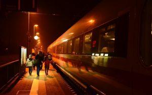 V neděli začíná letní čas, změna se dotkne jedenácti nočních vlaků ČD