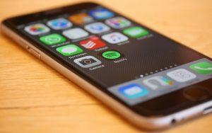 Pozor na SMS zprávy! Můžete přijít o peníze, šíří bankovní virus