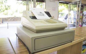Za chybějící display na pokladně nehrozí pokuta od ČOI