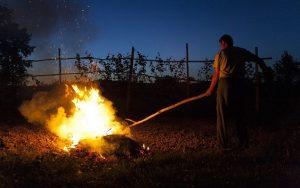 Již dva lidé zemřeli při vypalování trávy a pálení klestí