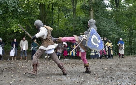 Na Housce se čarovalo a řinčely meče