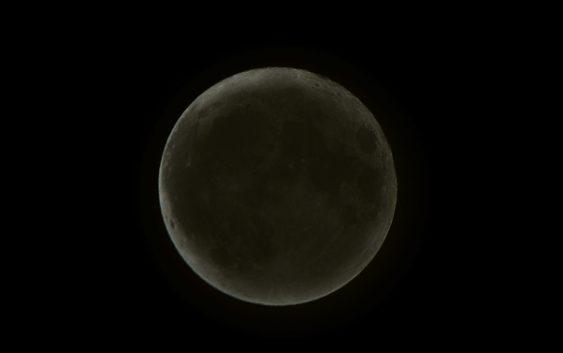 V pátek proběhlo zatmění Měsíce. Na řadě míst díky oblačnosti však měli pozorovatelé smůlu