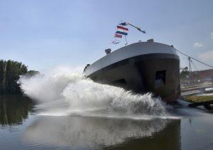 V Lovosicích spustili na vodu nový tanker