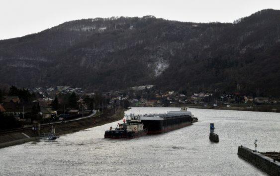 Ústím nad Labem proplul obří tanker