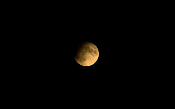 Dnešní noc přinesla pozorovatelné zatmění Měsíce. Poslední na dlouhou dobu.
