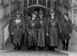 Jak to bylo s atentátem na Heydricha? Posloužili českoslovenští parašutisté připravené zákulisní hře tajných služeb? Proč agenti NKVD nezlikvidovali zrádce, ale místo toho zničili odbojovou sít?